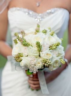 Sodazzling.com | White and green bouquet | Destination weddings | Bali Wedding From Vicky Grafton Photography : vickigraftonphotography.com