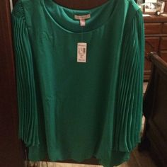 Beautiful evergreen color with accordion sleeves Beautiful evergreen color with accordion sleeves-elegant Roz & Ali Tops Blouses