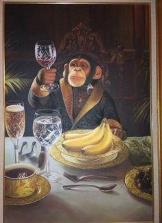 Una pintura al óleo de un lujoso mono degustando un vino.