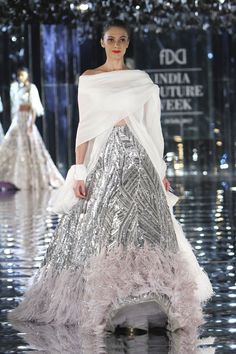 Glam-Chic Manish Malhotra Braut-Kollektion bei 2017 India Couture Week Fashion Show , , Sammlung, Manish Malhotra Lehenga, Manish Malhotra Bridal, Style Couture, Couture Week, Couture Fashion, Fashion Show, Bridal Gown Styles, Bridal Gowns, Indian Attire