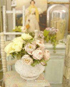 Atelier de Léa (@atelier.miniature) • Photos et vidéos Instagram Flower Arrangements, Miniatures, Table Decorations, Flowers, Photos, Instagram, Home Decor, Atelier, Pictures