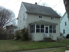 217 N Bowen St Jackson, MI  $109,900  Scott Shoemaker, Good Earth Real Estate   Office: 517-782-2024 Cell:517-914-1934
