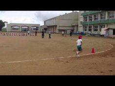 FOUNDUPS®COM exclusive: #Amazing example of #Japanese #teacher encouraging the last students in a race.