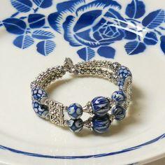 memory wire bracelet, delft blue jewelry, Delft, Holland, blue bracelet, double strand bracelet, blue and white