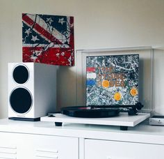 And the weekend bows out in the finest way possible. Blasting 'The Stone Roses' by 'The Stone Roses.  #NowPlaying #NowSpinning #vinyl #TheStoneRoses by jay.parmar