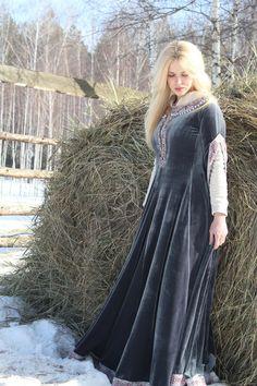 """Hochzeitskleid im Mittelalter Stil """"Rowena"""": http://armstreet.de/shop/gewandung/mittelalter-kleid-rowena-hochzeitskleid"""