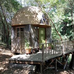 Mushroom Dome Cabin: on airbnb in the world - Dome houses for Rent in Aptos, California, United States Tiny Houses For Rent, Best Tiny House, Tiny House Rentals, Cabin Rentals, Ideas De Cabina, Houses In America, Geodesic Dome Homes, Airbnb Rentals, Vacation Rentals