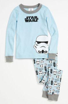 Two piece fitted pajamas. ¡La fuerza estará con ellos!