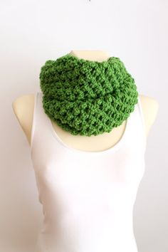 SALE Chunky Scarf - Thick Knit Scarf - Knit Circle Scarf - Knit Infinity Scarf - Green Knitted Scarf - Women Fashion Accessories - Gift Idea