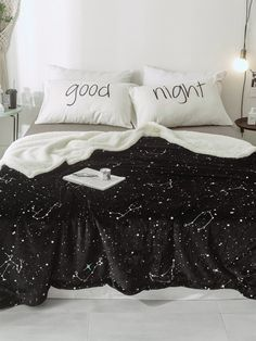 To find out about the Starry Sky Print Blanket at SHEIN, part of our latest Bedding Sets ready to shop online today! Cute Bedroom Decor, Room Ideas Bedroom, Dream Rooms, Dream Bedroom, Decoracion Habitacion Ideas, Star Bedroom, College Dorm Rooms, Aesthetic Bedroom, My New Room