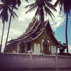 Temples @Luis Vargas Prabang #Laos #palmier Luang Prabang, Laos, Temples, Tower, Architecture, Travel, Asia, Arquitetura, Rook