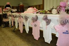 baby shower decorations 435090013999601120 - Baby Shower on a Budget. How to throw a beautiful party without breaking the bank. So many ideas for baby girl or boy baby shower and a ton of dollar store decoration hacks too! Source by onegoofysgirl Baby Shower Clothesline, Idee Baby Shower, Budget Baby Shower, Fiesta Baby Shower, Shower Bebe, Baby Shower Favors, Baby Shower Parties, Baby Boy Shower, Baby Shower Gifts