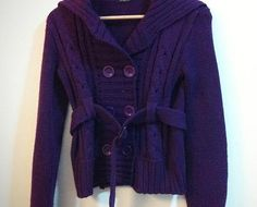 roxo R$86,50 casaco roxo com botões.esquentou a maria clara por alguns dias frios.usado.muito bem conservado.lã.botões de plástico.