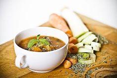 Provencalsk Grøntsagssuppe Fantastisk Grøntsagssuppe med Lækker Kryddercreme Til 4 personer. Grøntsagssuppe: 4 gulerødder 2 squash 2…