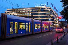 Świdnicka w stronę Arkad, w tle DH Renoma Train Light, Light Rail, Poland, Night, City, World, Cities, The World