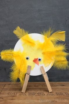 Adorable Spring Chicks ~ simple Easter crafts for kids Easter Crafts For Toddlers, Spring Crafts For Kids, Easter Art, Easter Activities, Easter Crafts For Kids, Toddler Crafts, Diy For Kids, Easter Eggs, Kindergarten Art Projects