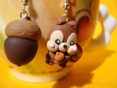 Squirrel and tasty acorn Kawaii Earrings Polymer by IlMondodiPetra, €12.00
