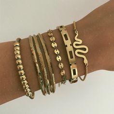 Friendship Bracelets Tutorial, Friendship Bracelet Patterns, Snake Bracelet, Pearl Bracelet, Plain Gold Bangles, Modern Jewelry, Jewelery, Jewelry Watches, Angel Wings
