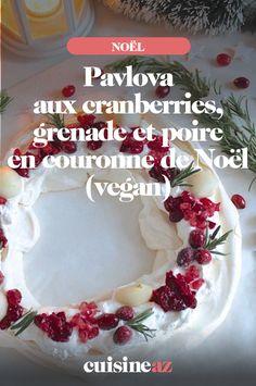 Une revisite de la pavlova en version végane à servir lors du réveillon de Noël, car cette pavlova aux cranberries, grenade et poire est en forme de couronne de Noël. #recette#cuisine#pavlova #fruit #dessert#patisserie #noel#fete#findannee #fetesdefindannee Aquafaba, Pavlova, Grenade, Fruit, Birthday Cake, Food, Coconut Milk Whipped Cream, Party Desserts, Raw Vegan