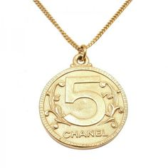 Pre-owned Chanel Gold Tone Reversible Pendant Necklace (1 620 AUD) ❤ liked on Polyvore featuring jewelry, necklaces, metal chain necklace, chanel necklace, long necklace, chanel pendant and pendant chain necklace