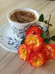 Coffee and flowers Fresh Coffee, I Love Coffee, Coffee Art, Coffee Cups, Good Morning Coffee, Coffee Break, Tea Cup Image, Art Cafe, Breakfast Tea