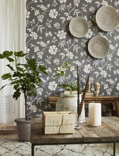 BorasTapeter Wallpapers is Sweden's oldest and by far best-known and best-selling brand of wall coverings. Classic Wallpaper, Old Wallpaper, Print Wallpaper, Sweden House, Tallit, Inspirational Wallpapers, Home Trends, Modern Country, Beautiful Wall