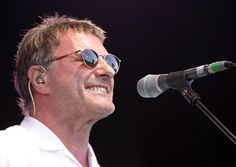 Billy Bragg, Tom Robinson and Steve Harley head south Steve Harley, Billy Bragg, Mirrored Sunglasses, Mens Sunglasses, Rebel, Toms, Movies, Libros, Men's Sunglasses