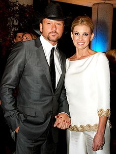Tim McGraw & Faith Hill-cutest couple ever Country Love Songs, Country Singers, Country Music, Famous Celebrities, Celebs, Gorgeous Men, Beautiful People, Tim And Faith, Tim Mcgraw Faith Hill