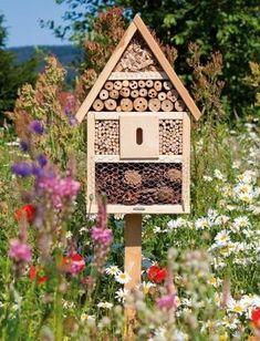 Garden Bugs, Garden Whimsy, Lawn And Garden, Garden Crafts, Garden Projects, Garden Art, Bug Hotel, Green Interior Design, Butterfly Plants