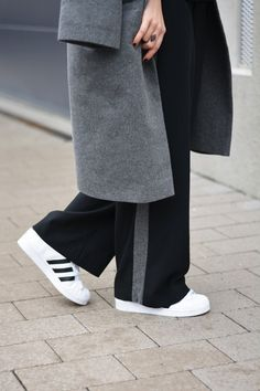 More on www.offwhiteswan.com Oversized Coat by myself, Turtleneck Sweater by Zara, Wide Leg Trousers by myself, Geometric Bag by COS, Sneaker by Adidas (Superstar) #offwhiteswan #swantjesoemmer