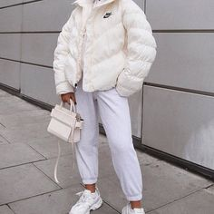 17 Amazing Cold Outfits With Your Puffy Jacket - My Daily Pins Winter Fashion Outfits, Look Fashion, Fashion Jobs, Fashion Terms, 80s Fashion, Fashion 2020, Street Fashion, Fall Fashion, Korean Fashion