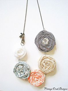 Fabric flowers rosette necklace