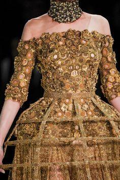 Alexander McQueen at Paris Fashion Week Spring 2013 - Details Runway Photos Haute Couture Style, Couture Mode, Couture Details, Fashion Details, Couture Fashion, Runway Fashion, Fashion Week Paris, High Fashion, Fashion Show