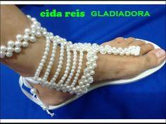 chinelo bordado com pérolas gladiadora