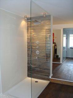 Begehbare Dusche mit Glas und Duschwanne – … Chuveiro com box de vidro e chuveiro –