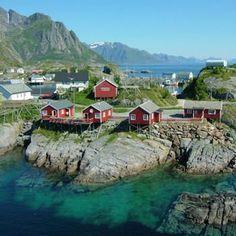 petites maisons traditionnelles sur les îles lofoten en norvège