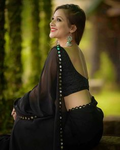 Indian beautiful cute models saari backless Desi sweet girls with her juicy armpit curvy body Show. Hot and sexy Indian actress very sensuo. Beautiful Girl Indian, Beautiful Saree, Beautiful Indian Actress, Dru Hill, Hot Girls, Sweet Girls, Black Saree, Saree Models, Indian Beauty Saree