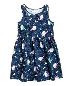 Dark blue/birds. Sleeveless dress in jersey with a printed design. Seam at waist and flared skirt.