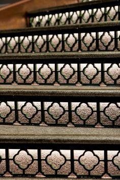 "如何打造有温度的餐饮""城市名片""| 岭南文化""大鸽饭""品牌升级 on Behance Tan Kitchen, Interior Architecture, Interior Design, Tropical Style, Rooftop Bar, Chinese Restaurant, Stairways, Chinoiserie, Wall Design"