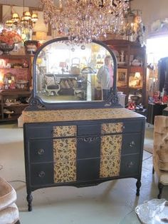 Ozarks Antiques and Decor: New furnishings....