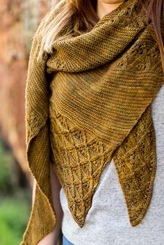 Feel Hugged shawl pattern by Hanna Maciejewska | malabrigo Finito in Chispas