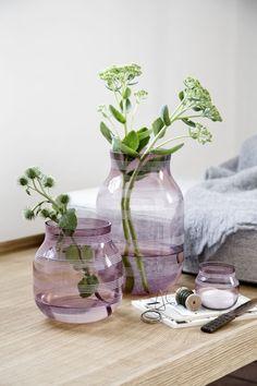 10583f29be0 Skleněná váza Omaggio s pruhy v růžovo fialové barvě
