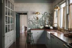 "An ""Ode to the Pacific Northwest"" in a Portland, OR, Craftsman - Remodelista Old Home Renovation, Kitchen Wrap, Kitchen Dining, Kitchen Ideas, Kitchen Pictures, Kitchen Inspiration, Kitchen Island, Portland, Shaker Kitchen Cabinets"