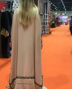 Cape abaya last piece ,we can delivery before EID . Price 550 Aed .