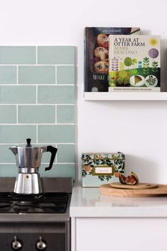 kitchen backsplash trends Top Bathroom Kitchen Backsplash Tile Trends in 2019 Kitchen Buffet, Kitchen Shelves, New Kitchen, Kitchen Decor, Open Shelves, Kitchen Design, Kitchen Sink Faucets, Kitchen Backsplash, Backsplash Ideas