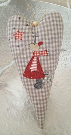 Grosses Herz mit Elch (Mädchen) - eine zauberhafte Deko für die Wand, Fenster oder Tür.  -mit langem Aufhängeband, das je nach Belieben gekürzt werden kann  Farbe: beige/grau...