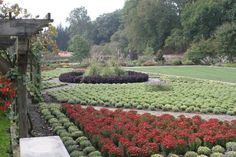 Wanting the best, Vanderbilt also employed landscape architect Frederick Law Olmsted to design the grounds, with the immediate gardens in the Garden à la française style, beyond those in the Landscape garden|English Landscape garden style.  Wikipedia