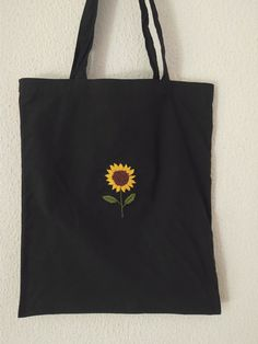 Hand Embroidery Art, Embroidery On Clothes, Embroidery Bags, Simple Embroidery, Embroidery Patterns, Tod Bag, Broderie Simple, Diy Tote Bag, Fabric Bags
