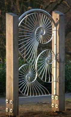 7 Miraculous ideas: Wooden Fence Installation Near Me Quirky Fence Ideas.Garden Fence Panels Home Depot Fence Gate Ideas. Sound Sculpture, Sculpture Metal, Sculptures, Metal Projects, Metal Crafts, Art Projects, Jardin Decor, Metal Gates, Metal Fence