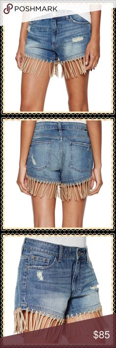 """NWT🌴Distressed Fringe DL1961 Shorts🌴 USA RN 126855 CA 37584 100% USA COTTON! Adorable high rise IVY shorts. Approximate Measurements Inseam-9 1/2"""" DL1961 Shorts Jean Shorts"""